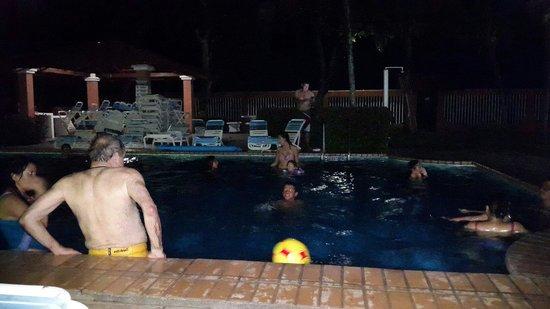 Apartotel Flamboyant: Un poco llena la piscina