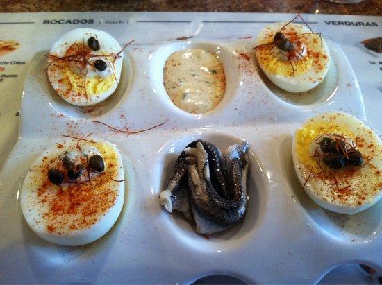 TAPAteria: Boquerones con huevos