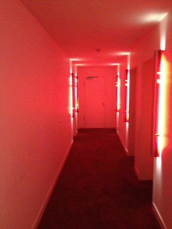 Hotel Q!: Corridor to rooms