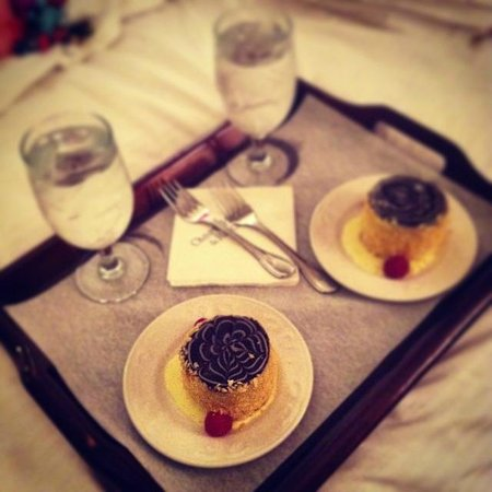 Omni Parker House: Boston Cream Pie as invented by Parker House