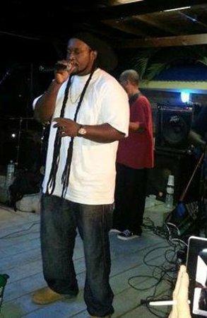 Simpson Bay, St-Martin/St Maarten: Singing at Blue Martini