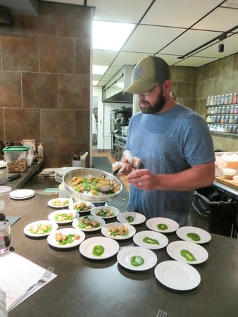 Cucina 24 : Chef Brian dishing up tastes for the food tour