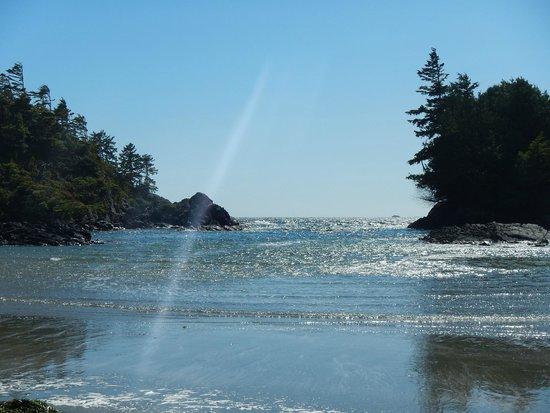 MacKenzie Beach Resort: The beach is just steps away