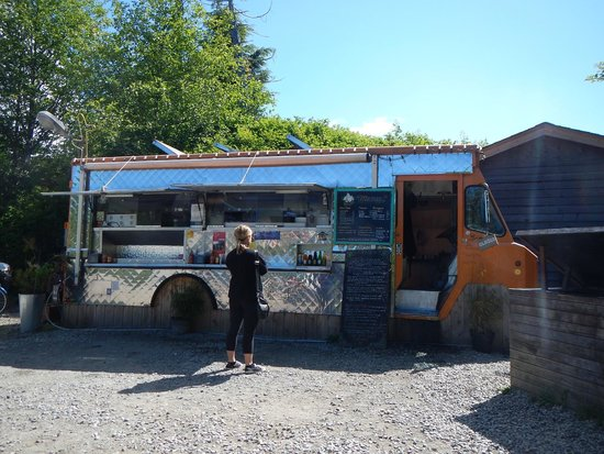 "MacKenzie Beach Resort: Tacofino taco truck, a ""must see"" place to stop"