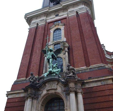Hauptkirche St. Michaelis: Michael statue above the portal
