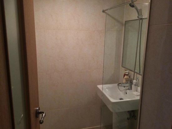 HOTEL GS: restroom