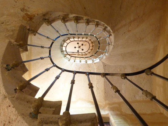 Les Logis du Roy: Looking up the stairwell at the lovely stonework