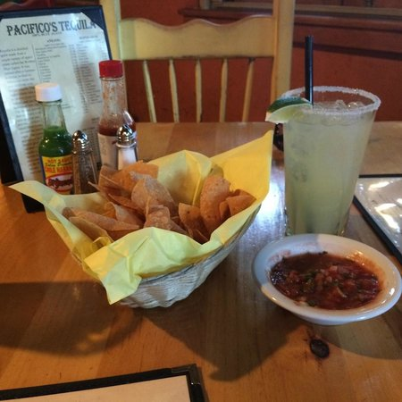 Pacifico Mexican Restaurant: Pacifico Chips and Salsa