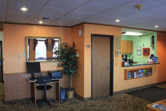 Super 8 Antigo : Lobby with Business Center
