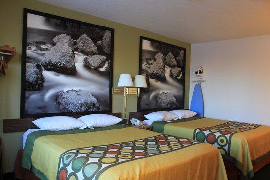 Super 8 Antigo : Two Queen beds