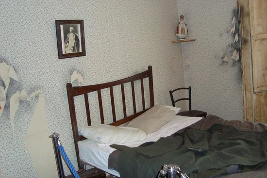 Frank McCourt Museum: As bedroom would have looked.