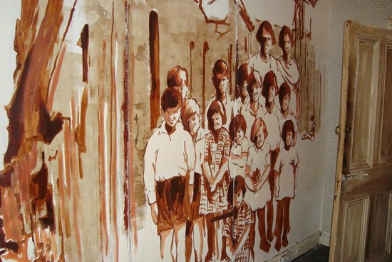 Frank McCourt Museum: Nice wall painting