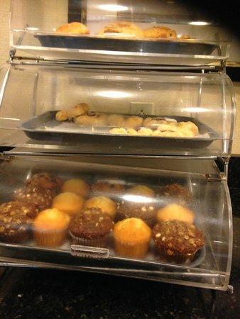 La Quinta Inn & Suites Baltimore South Glen Burnie : Muffins, pasties