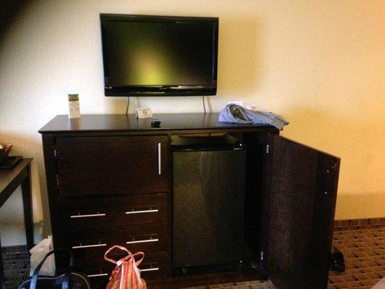 La Quinta Inn & Suites Baltimore South Glen Burnie: Tv,microwave,fridge