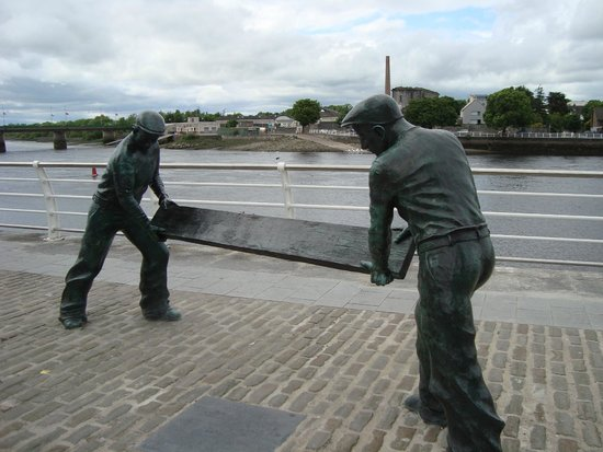 Limerick City Walking Tours: Over looking the Shannon