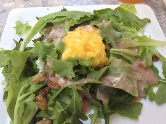 Sandbar Restaurant: Salad with Passion Fruit Dressing