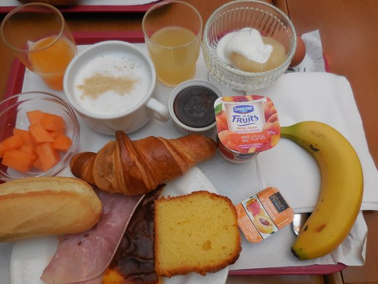 Brit Hotel Les Comtes de Champ: breakfast