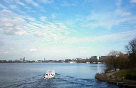 Alster Lakes: View of the lake from the Kennedy Bridge