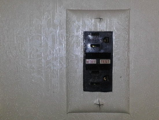 Washington Court Hotel on Capitol Hill: An outdated power outlet