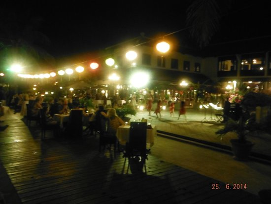 Victoria Hoi An Beach Resort & Spa: One of the evening shows around dinner