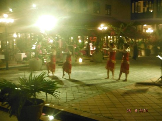 Victoria Hoi An Beach Resort & Spa: Cultural show during dinner