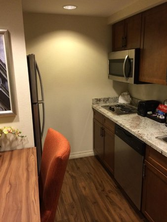 Homewood Suites by Hilton Atlanta Midtown : Kitchen
