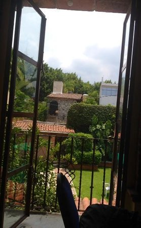 Spanish Language Institute - Day Course: The view from a classroom window at ASLI Cuernavaca