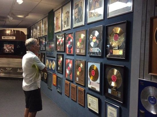 Willie Nelson and Friends Museum and General Store : gold record wall