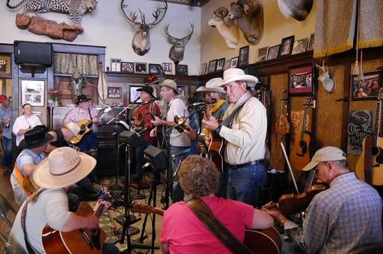 The Historic Occidental Hotel & Saloon and The Virginian Restaurant : Live music in Saloon Occidental Hotel