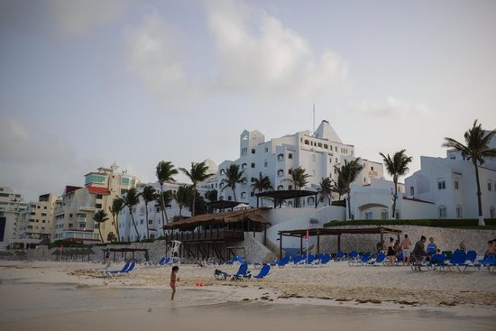 GR Caribe by Solaris: View of hotel from beach