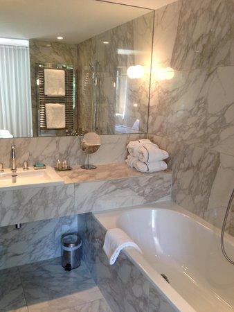 The Guesthouse Vienna: bathroom