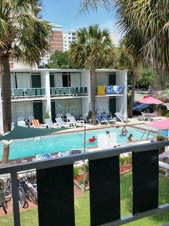 Holiday Shores Motel, Oceana Resorts : Pool from Balcony