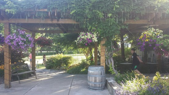 Winemakers Grill at Wapato Point Cellars: Entry