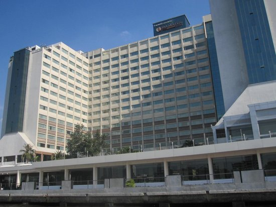 Ramada Plaza Bangkok Menam Riverside : Le Menam