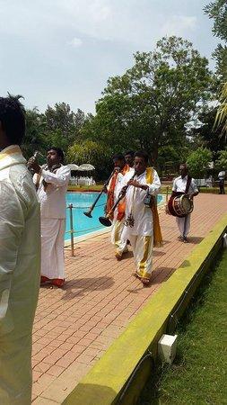 Chairman's Resort: Pool side wedding