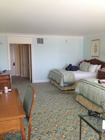 Grand America Hotel: The spacious room