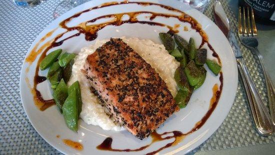 Cannon Beach Cafe: Salmon