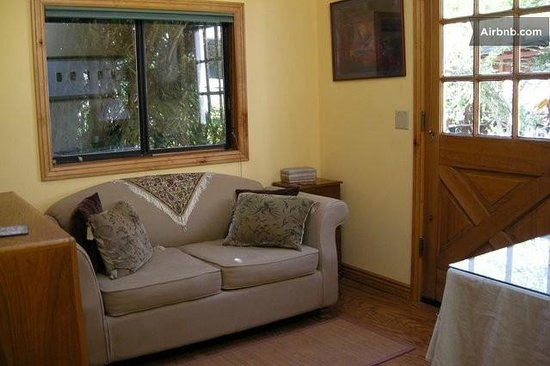 Great Energy Bed and Breakfast: master bedroom sitting area