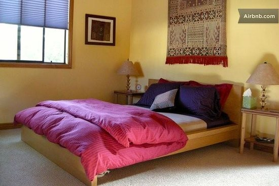 Great Energy Bed and Breakfast: master bedroom suite