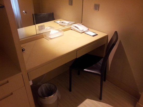 Hotel Benito: Work Desk
