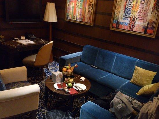 Resorts World Sentosa - Crockfords Tower: Great living area