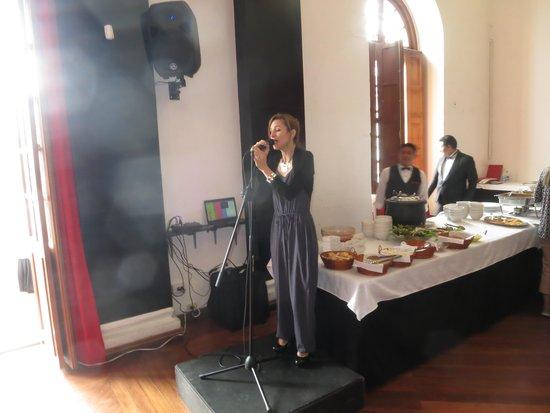 El Theatrum: Our singer at Theatrum Restaurant