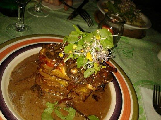 Artemisia Cocina Natural : Lasaña de polenta con tomate, morrones y hongos.