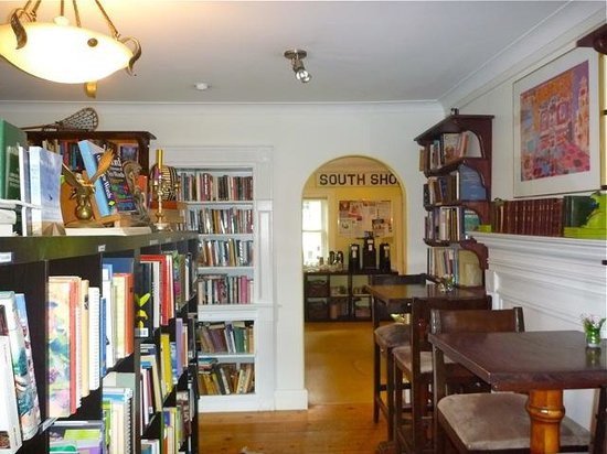 The Biscuit Eater Cafe : Eating in a library-like room never tasted this good!