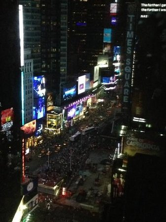 Crowne Plaza Times Square Manhattan : View of Times Square from my room!