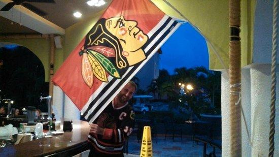 Sandos Playacar Beach Resort : Hawks flag on display in La Bambola Sports Bar...thanks, Juan!