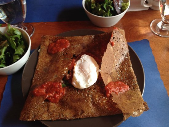 Le Billig Creperie-Bistro : veggie crepe with a poached egg