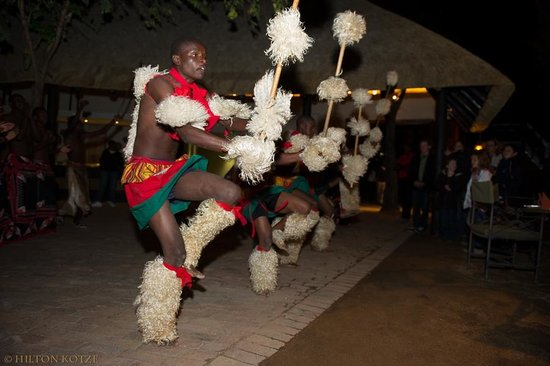 Protea Hotel by Marriott Kruger Gate : Zulu Dancers in the Boma-2