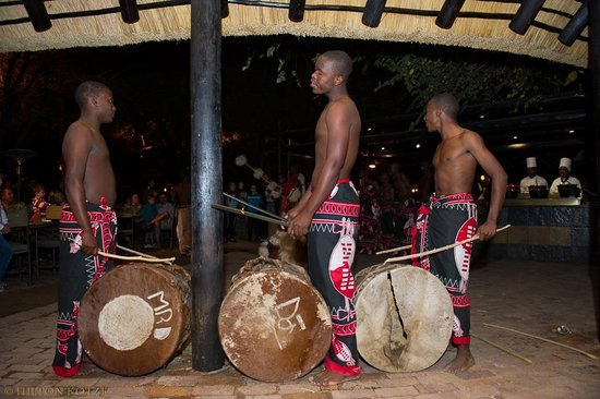 Protea Hotel by Marriott Kruger Gate : Zulu Dancers in the Boma-3