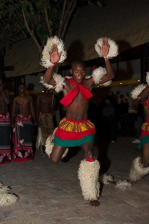 Protea Hotel by Marriott Kruger Gate : Zulu Dancers in the Boma-4